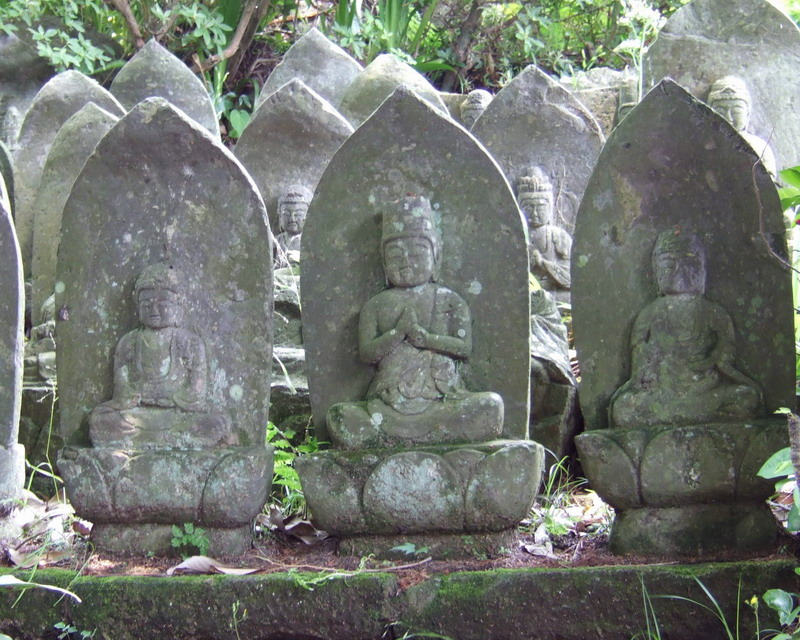 6-3-2006-12-47-45-pm-temple-sculptures-yufuin-800x640